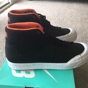 Nike SB Blazer Zoom Mid XT Size 9.5